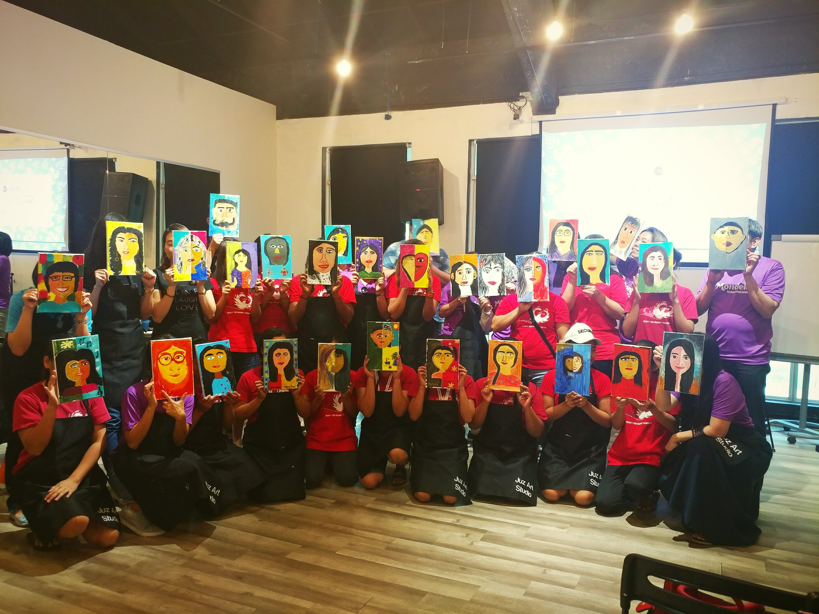 An art therapy session for domestic workers