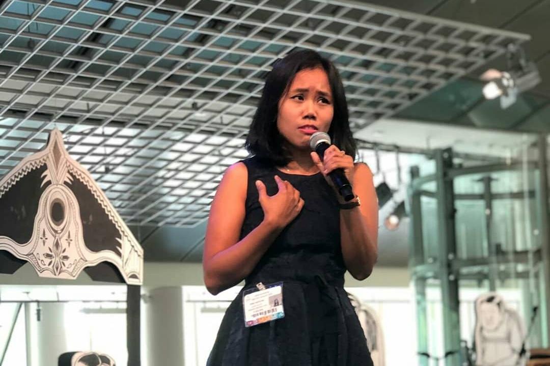 Kina performing her piece '28 Days'.
