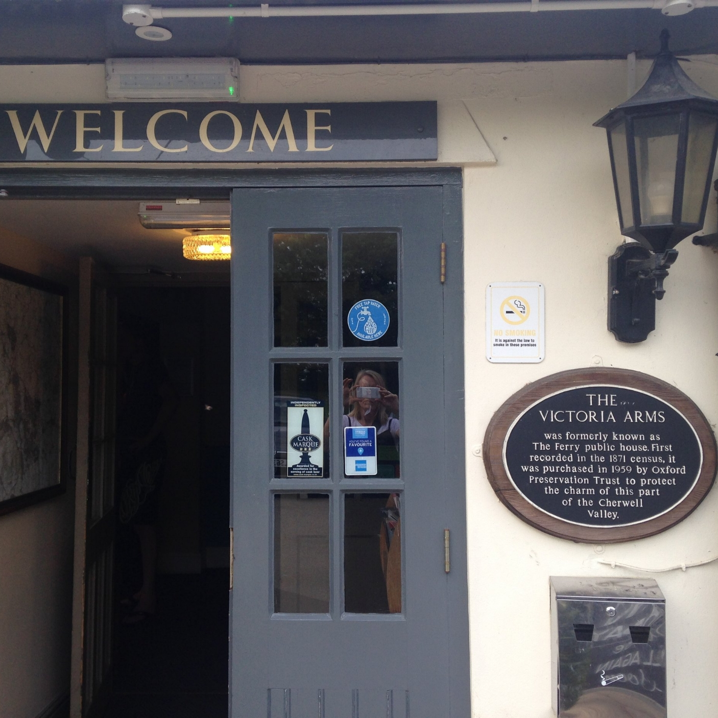 THE VICTORIA ARMS - In a fabulous location right on the riverbank, you can now refill your water bottle at the this wonderful pub. Thank you, Ruth!Mill Lane, Old Marston, OX3 0QA01865 241382www.victoriaarms.co.uk