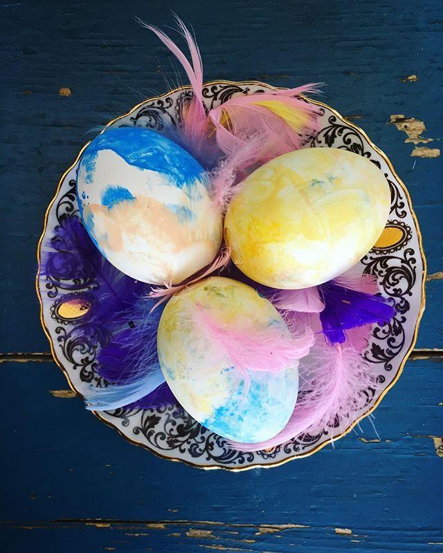Happy Easter! 🐣 #eastereggs #pysslamedbarn #pääsiäiskukko #hyvääpääsiäistä