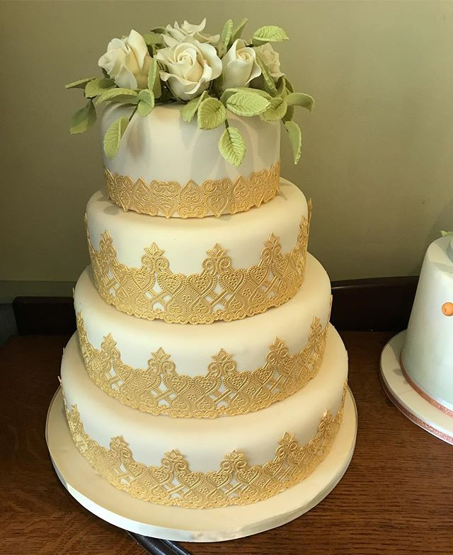 An amazing cake Nikki created for a wedding fair #wedding #flowers #gold #cakesdlicious
