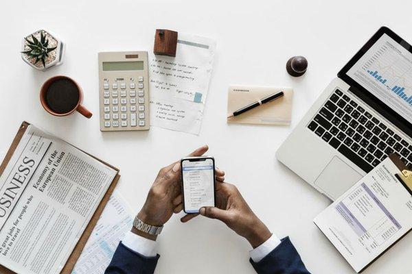 Desktop of a Financial Advisor (Image Credit -  Plug & Play Tech Center )