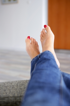 23873758_S_woman_feet_toes_red_nail_relax_jeans_up_legs.jpg