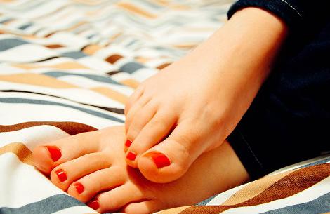Healthy_Nails_Feet_Toes_Nail_Polish.jpg