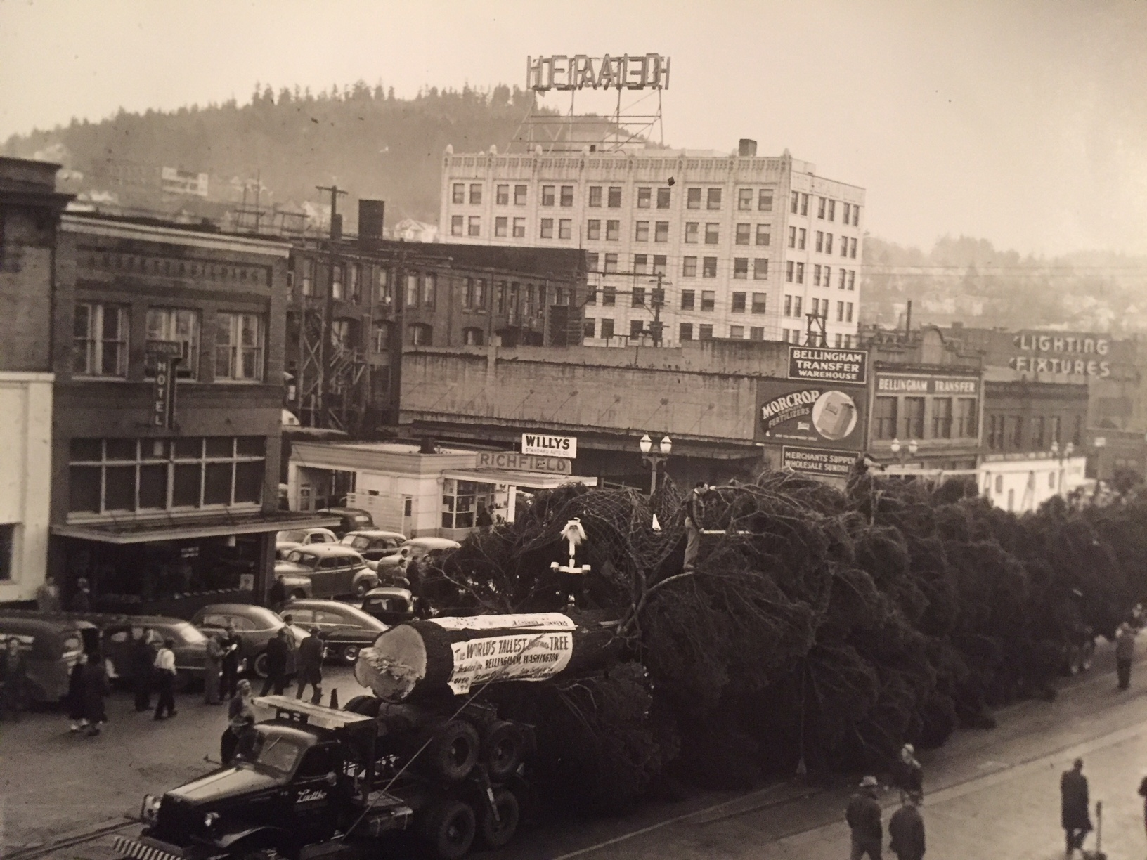 1949 Railroad avenue - world's largest christmas tree.  hamlet hotel is the two tone building on the far right