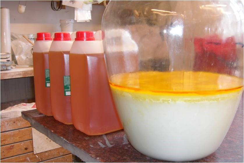 Protein removal from linseed oil.
