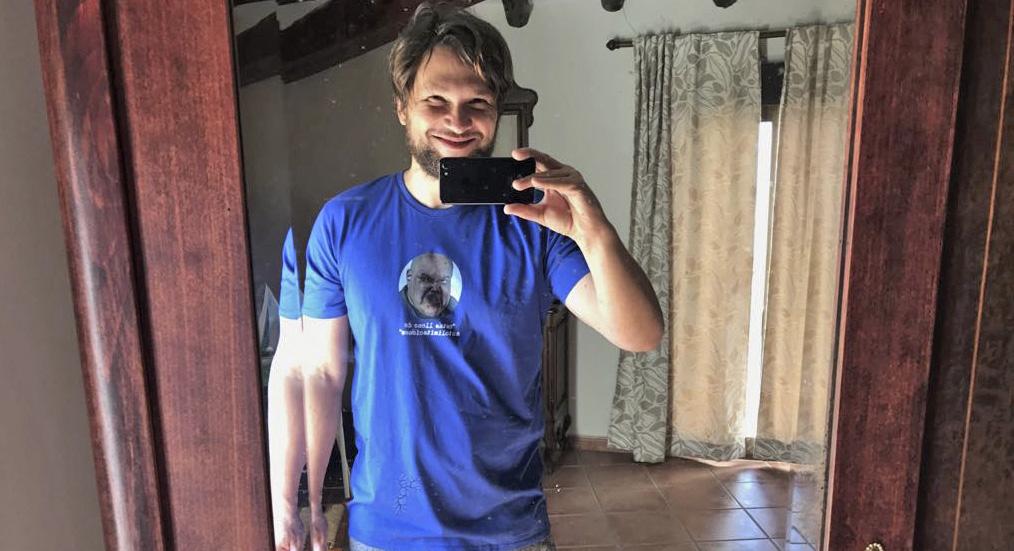 Esta camiseta hará que tengas personalidad aunque realmente no la tengas. Impactarás allá donde vayas.