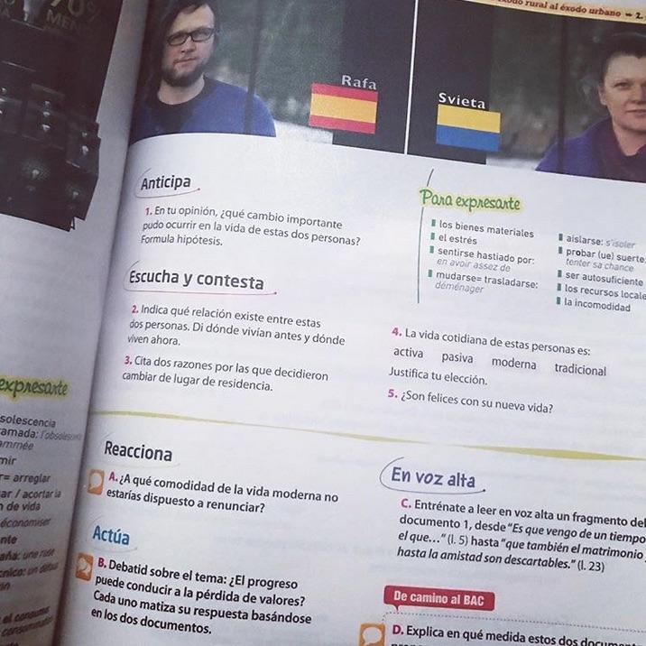 Los adolescentes franceses estudian español con este libro.