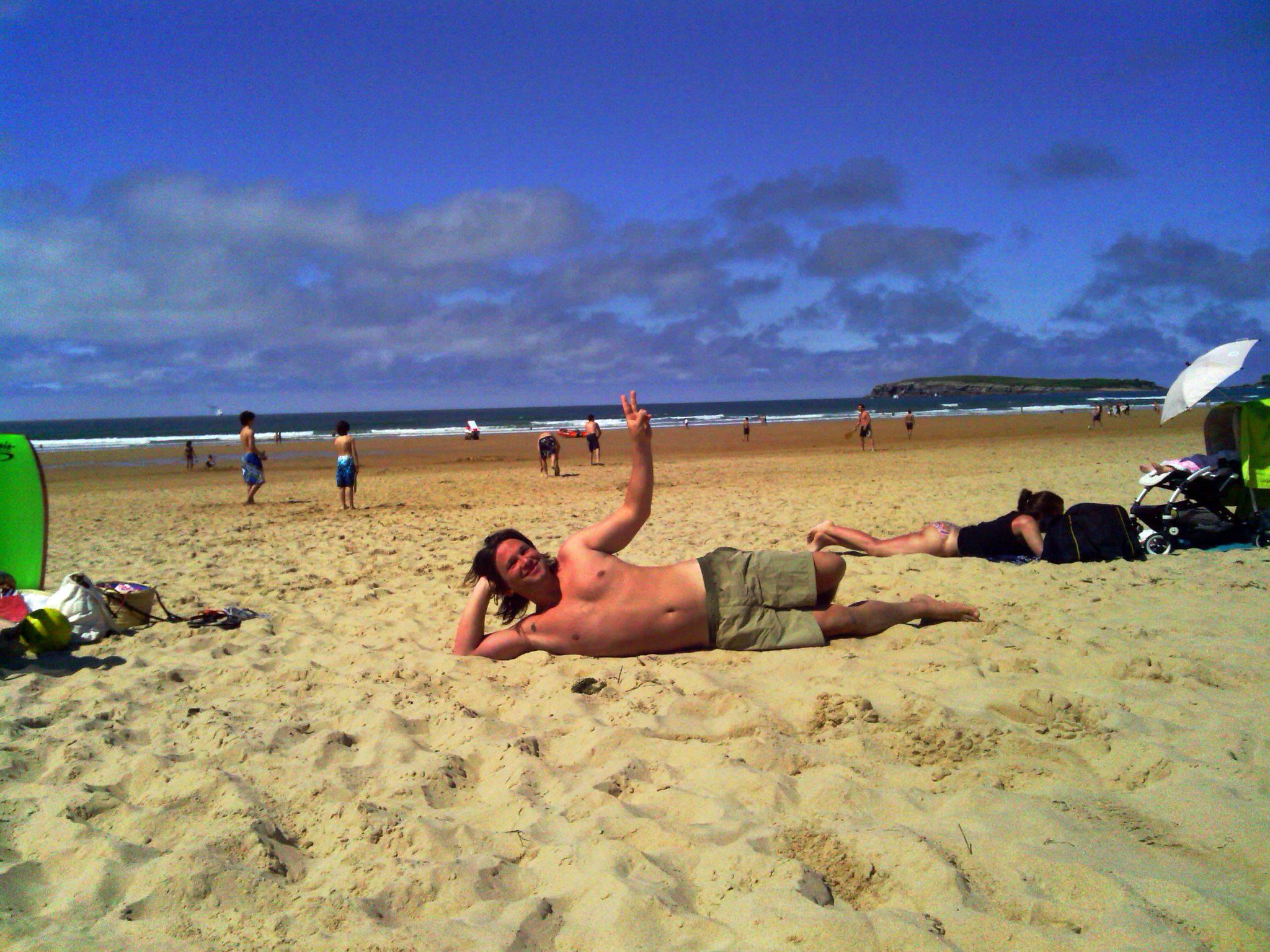 Este soy yo. Pero en otra playa de Cantabria.