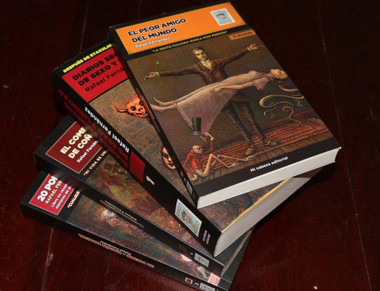 """Las cuatro novelas protagonizadas por Sigmundo: """"Diarios secretos de sexo y libertad"""", """"20 Polvos - Edición Especial"""", """"El comedor de coños"""" y """"El peor amigo del mundo""""."""