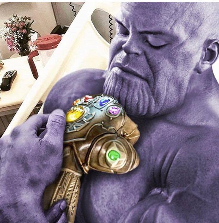 ¿Se hará pajas Thanos con el guantelele? ¿Será para eso lo que lo quería?