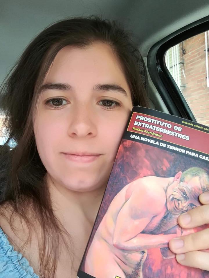 Lectora satisfecha. Mil millones de gracias por la foto, Ana.