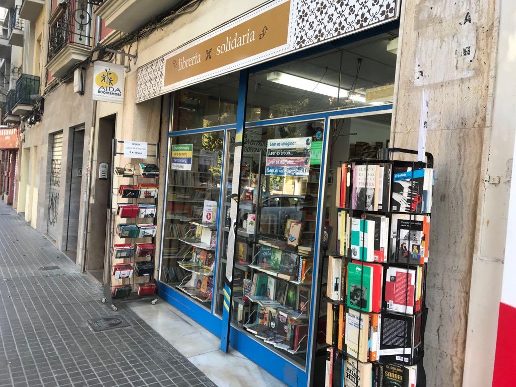 tienda de libros solidarios.jpg