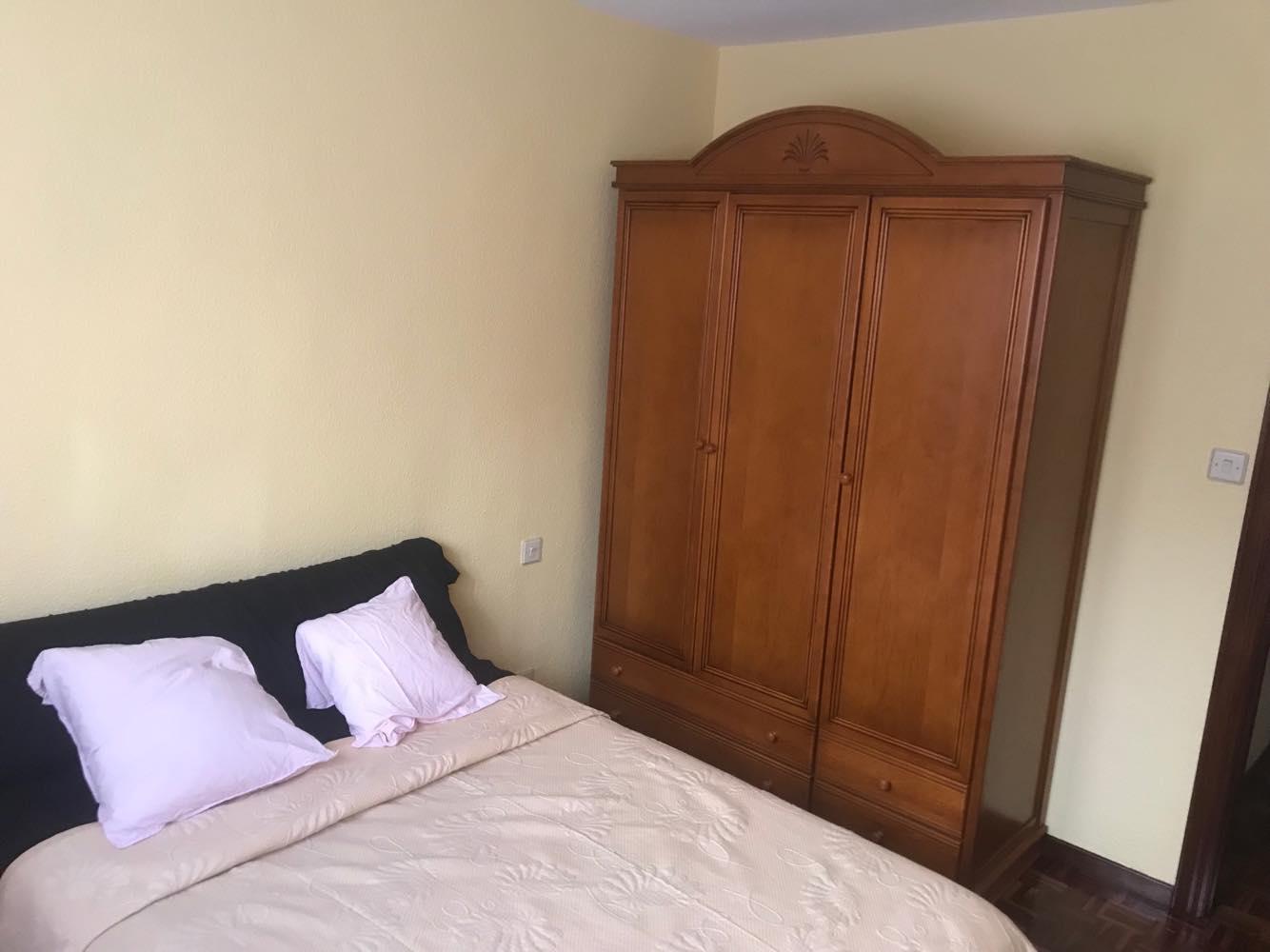 Mi dormitorio… aún es virgen. Aún no he follado aquí con nadie.