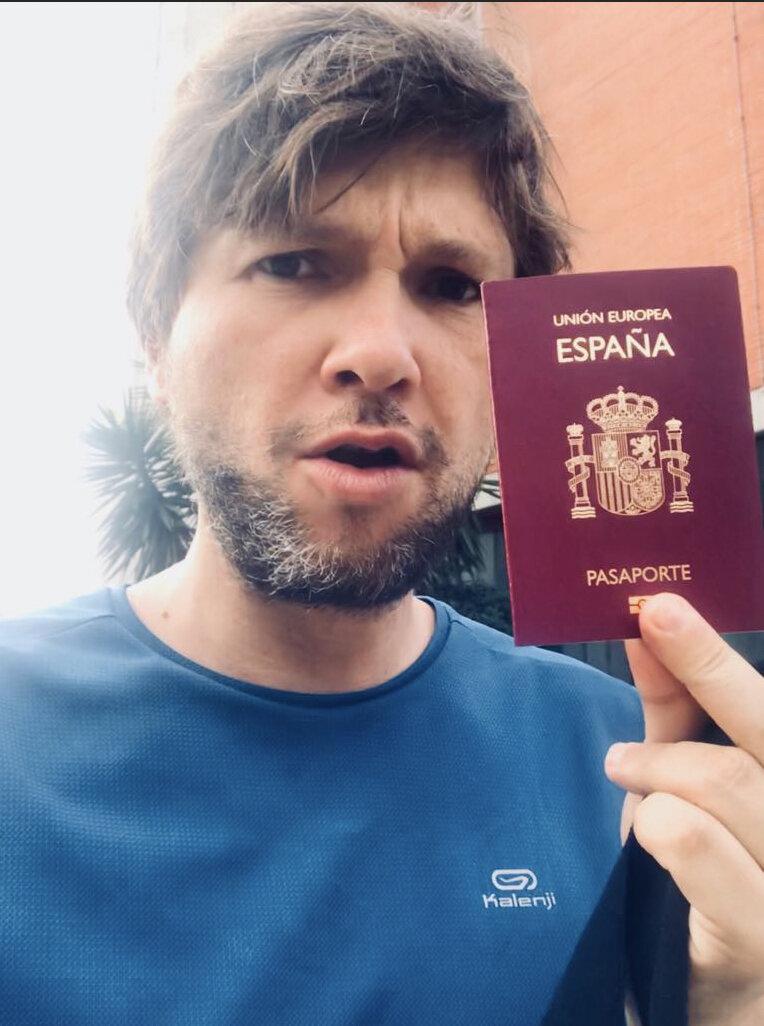 rafa pasaporte.jpg