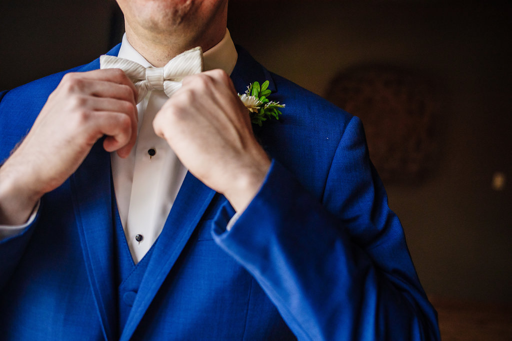 brielle-davis-events-photography-by-brea-linganore-winery-james-sarah-wedding-groom-bowtie.jpg