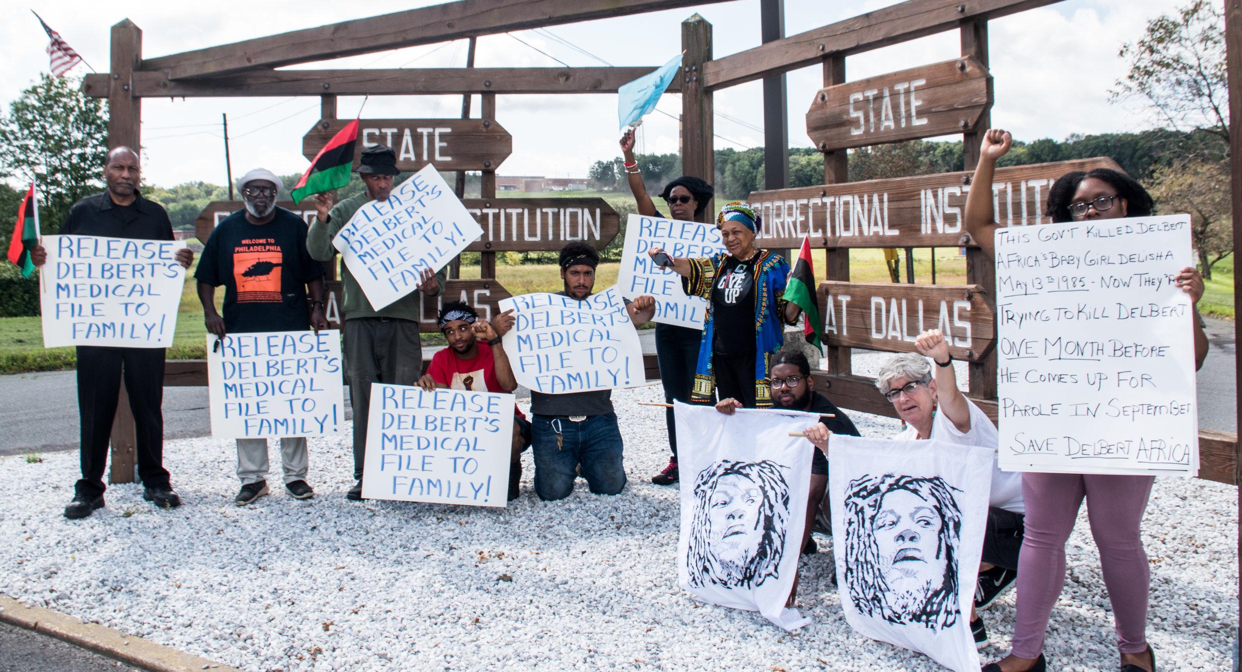 Supporters for Delbert Africa outside SCI Dallas on Aug 9, 2019. Photo: Joe Piette