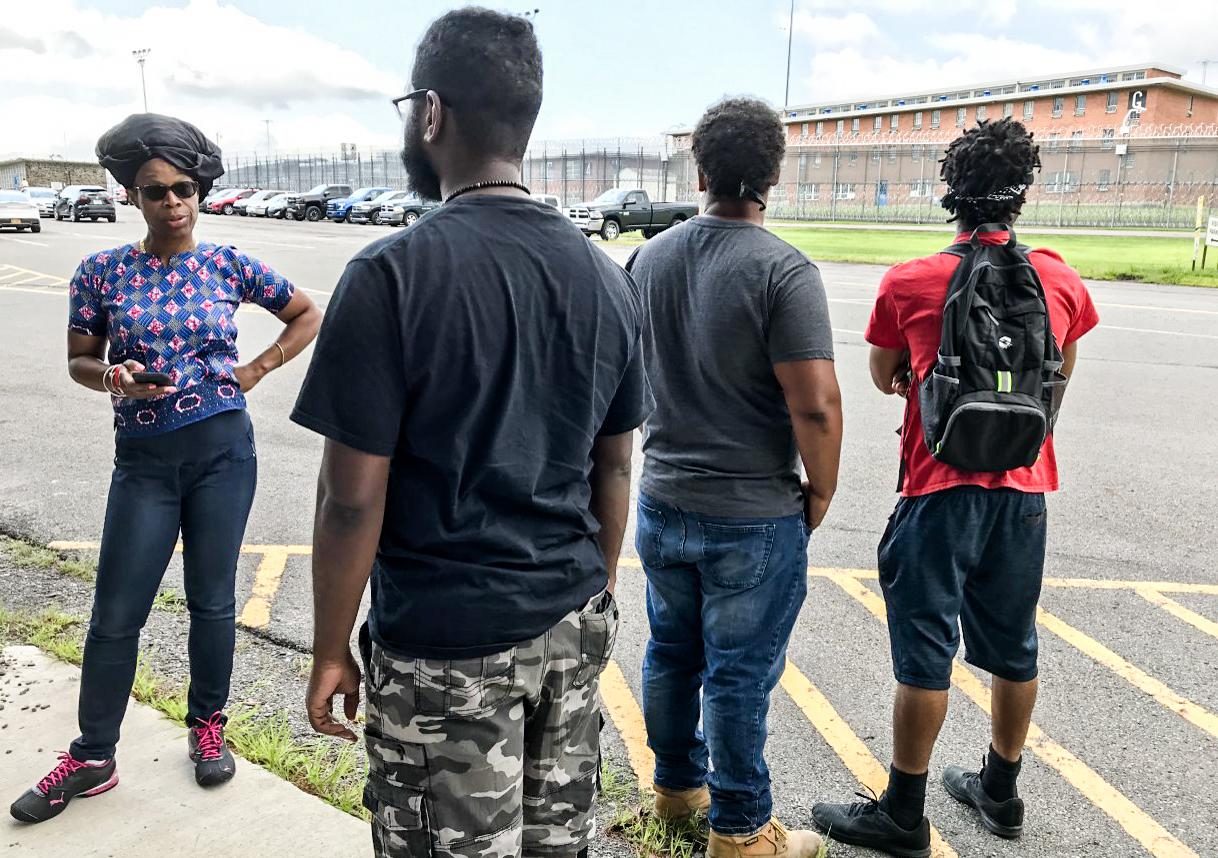 Supporters of MOVE member Delbert Africa outside SCI Dallas on Aug 9, 2019. Photo: Joe Piette