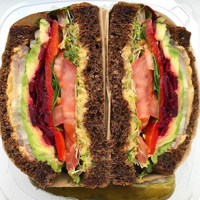 This may be the most 👌🏼 perfect sandwich. The avocado veggie sandwich 🥪 @sandwicherieny is 🔥🔥🔥. I highly recommend it 😄  #vegan #plantbased #plantstrong #sprouts_illustrated #wholefoodsplantbased #sandwicherie