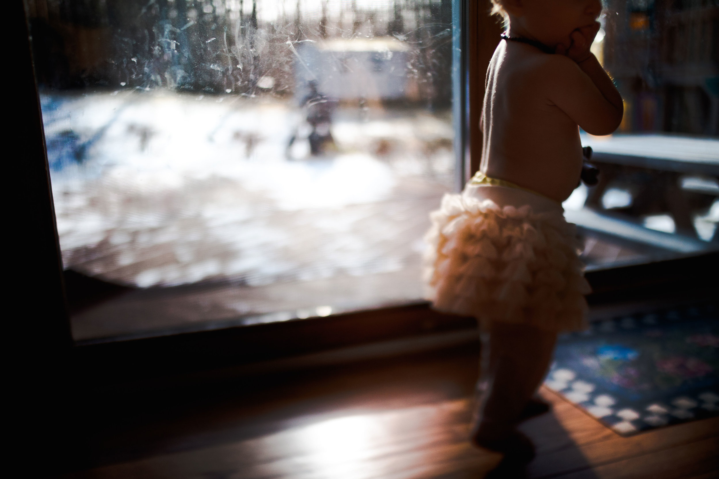 window-light-toddler-girl-skirt-freelensed-hamilton-childrens-photographer.jpg