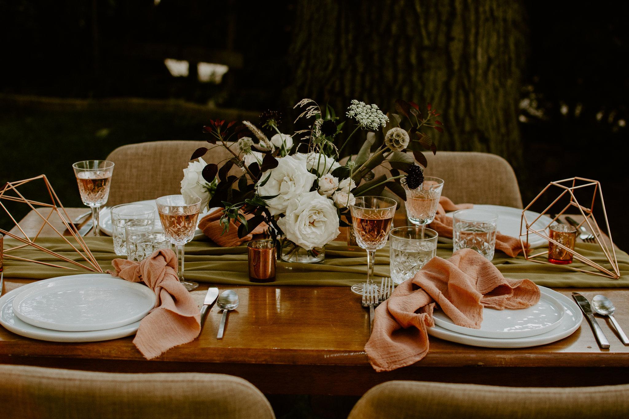 chartreuse-table-runner-terracotta-napkins.jpg