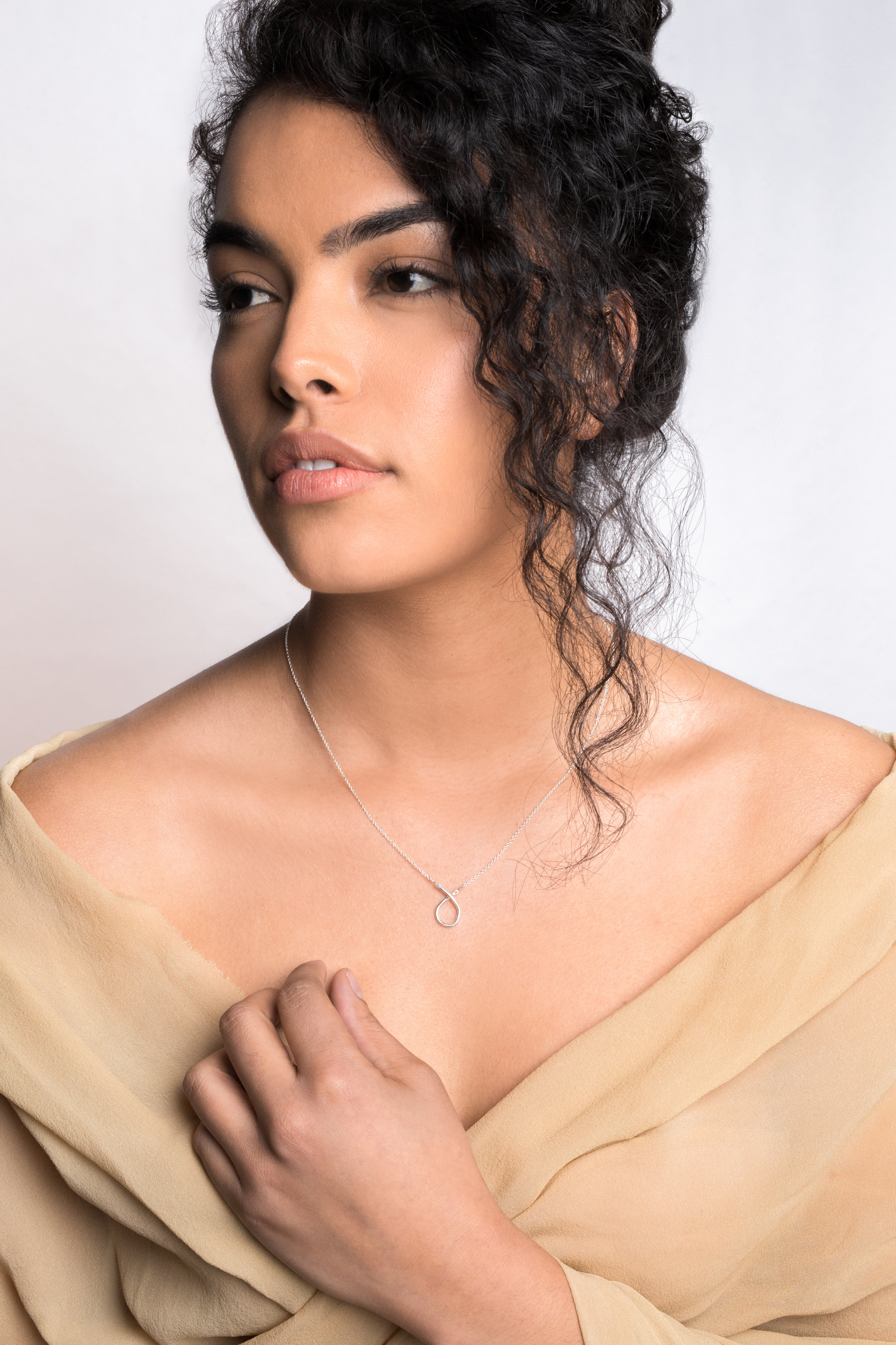 small odyssey necklace    /    sand styling cloth