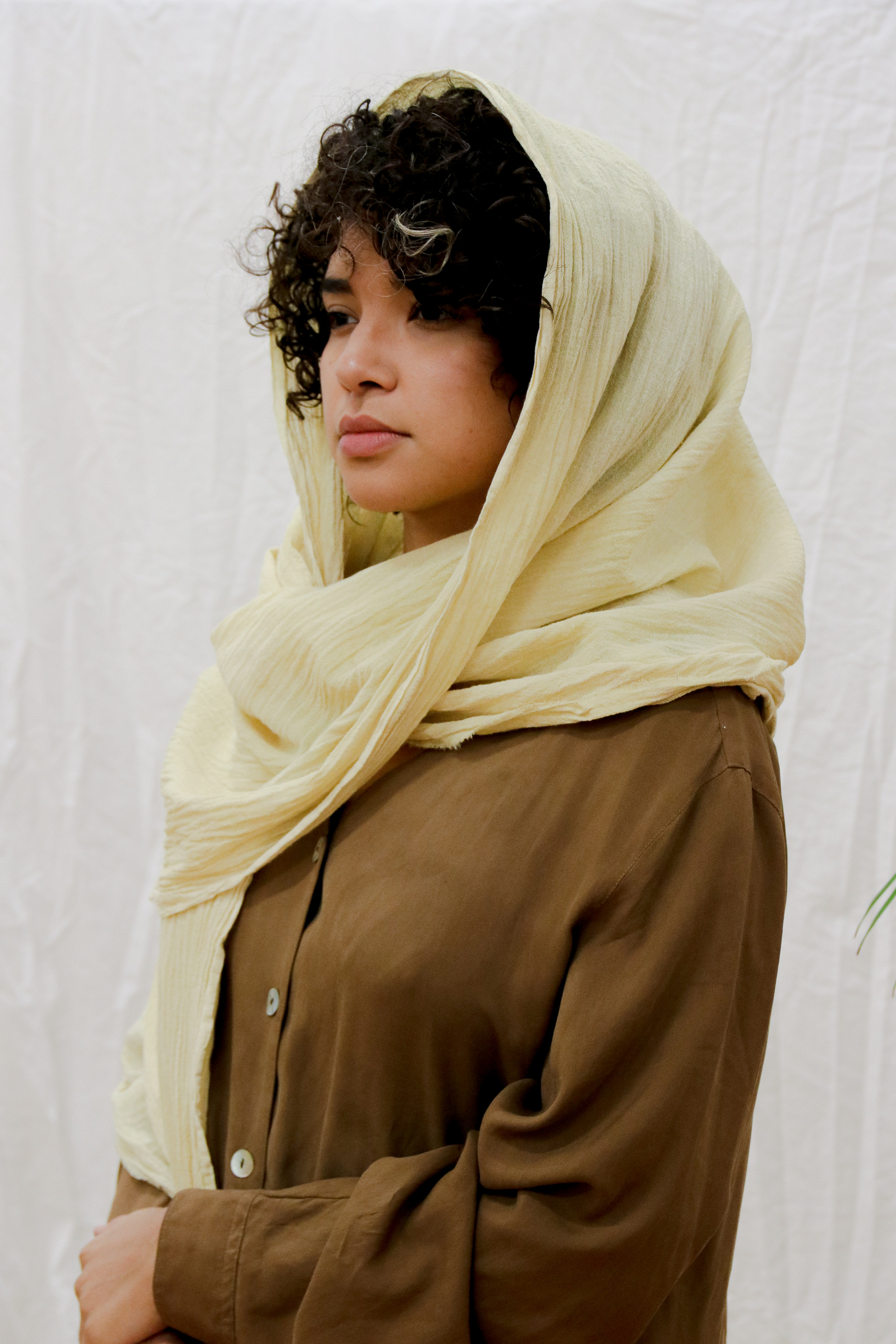 Cotton gauze scarf in lemon yellow.