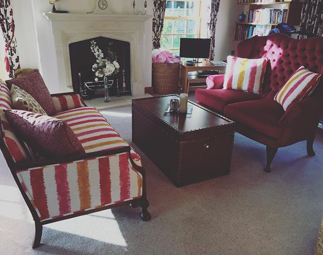 Classic English HomeStyling #thewelldressedhouse #passionforhomes #dreaminteriors #classicinterior #passionforhomes #interiordesign #interiordesing #homedecor #homestyle #homedesign #sofa