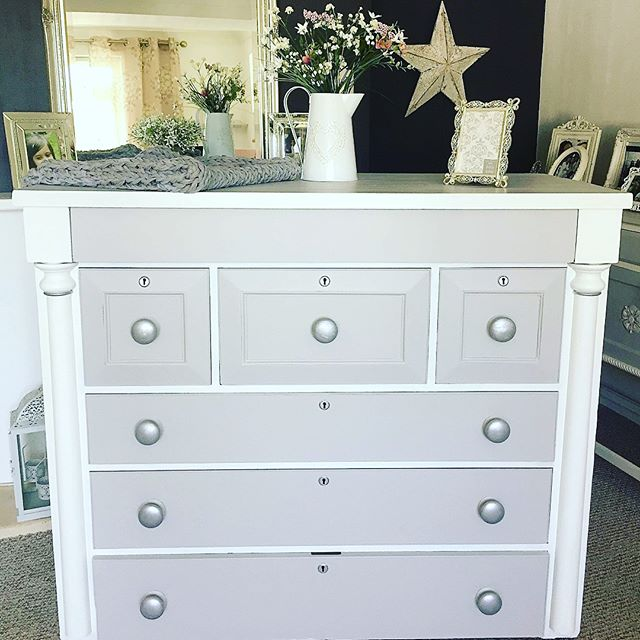 Big is beautiful! Gorgeous vintage drawers restored and repainted 💪🏽😍