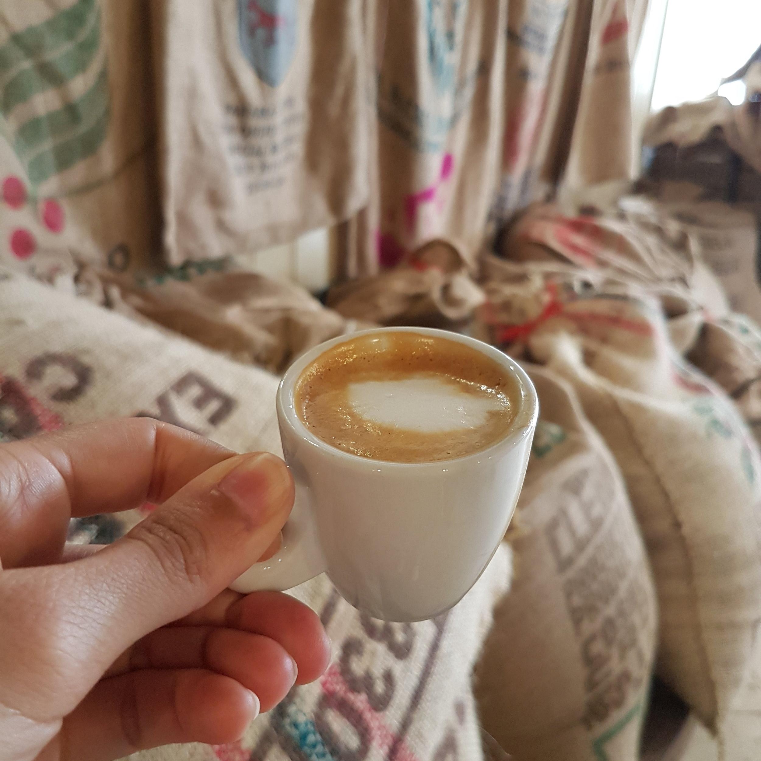 Et boire un des meilleurs cafés de Venise, debout, à la Torrefazione Cannaregio. -