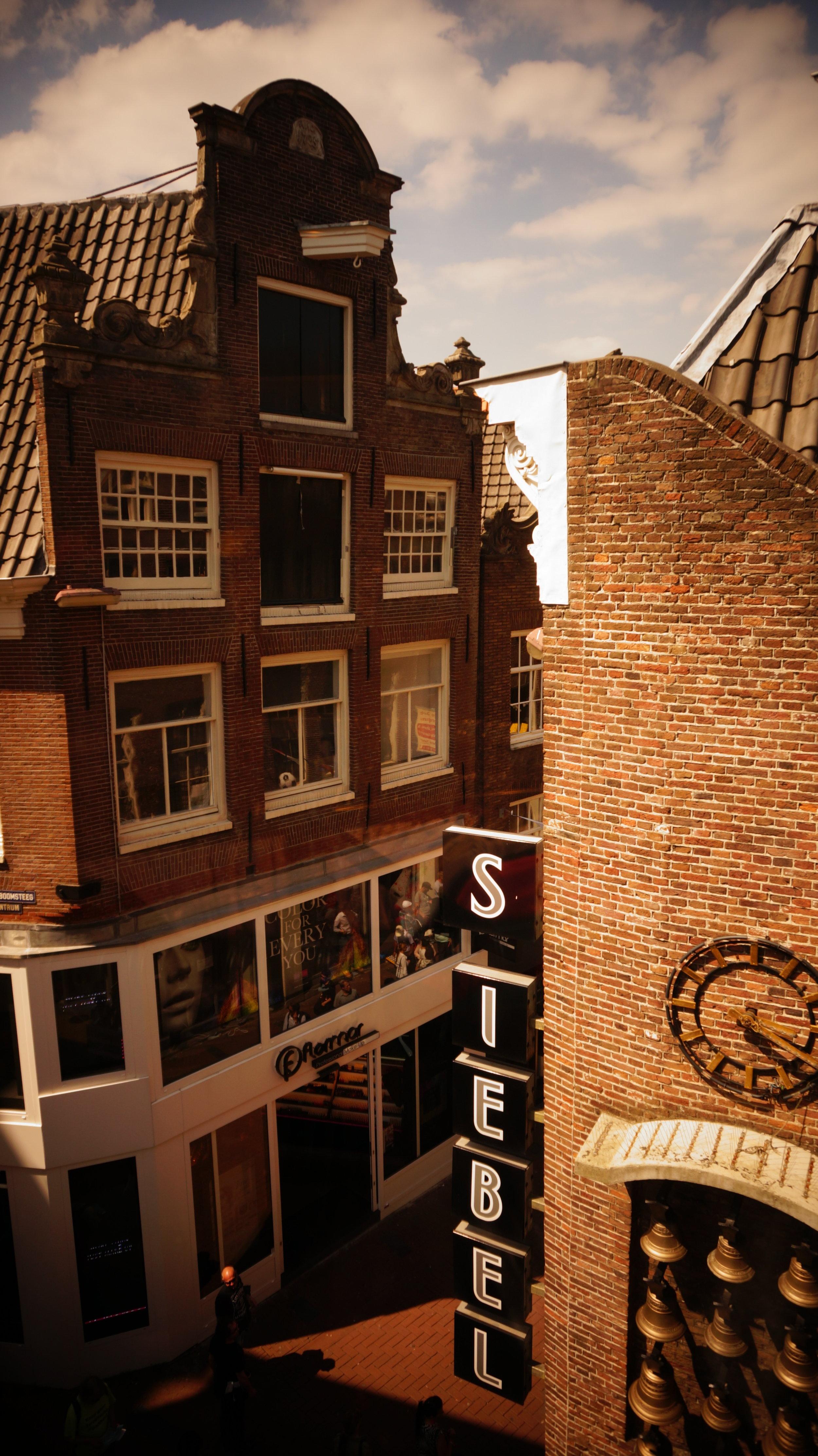 A raison d'un long week-end par an minimum depuis 2013, j'ai eu le temps de découvrir le vrai Amsterdam, celui loin des clichés et préjugés et d'en tomber amoureuse. Alors j'ai décidé de partager avec vous mes trouvailles :) -
