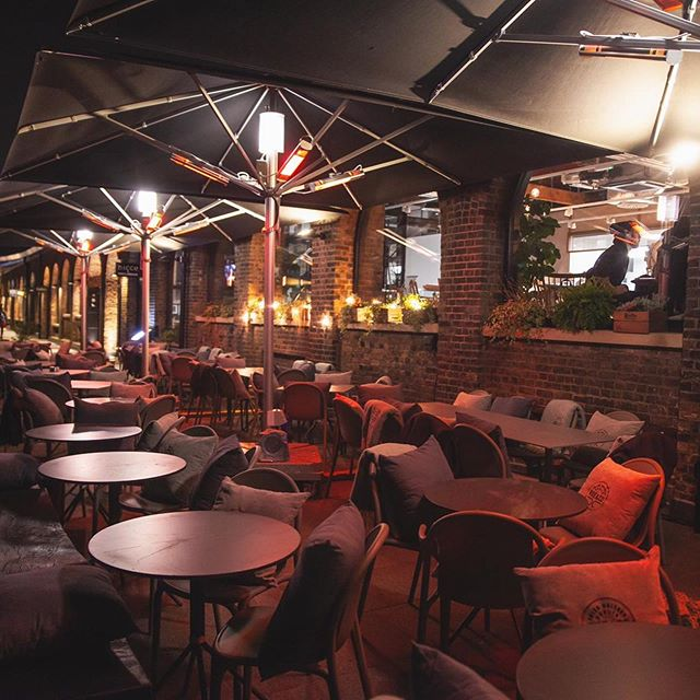 Just in time for the weekend, our winter terrace is ready for action 🙌 Come join us for some cosy cocktail vibes under the heaters 🔥
