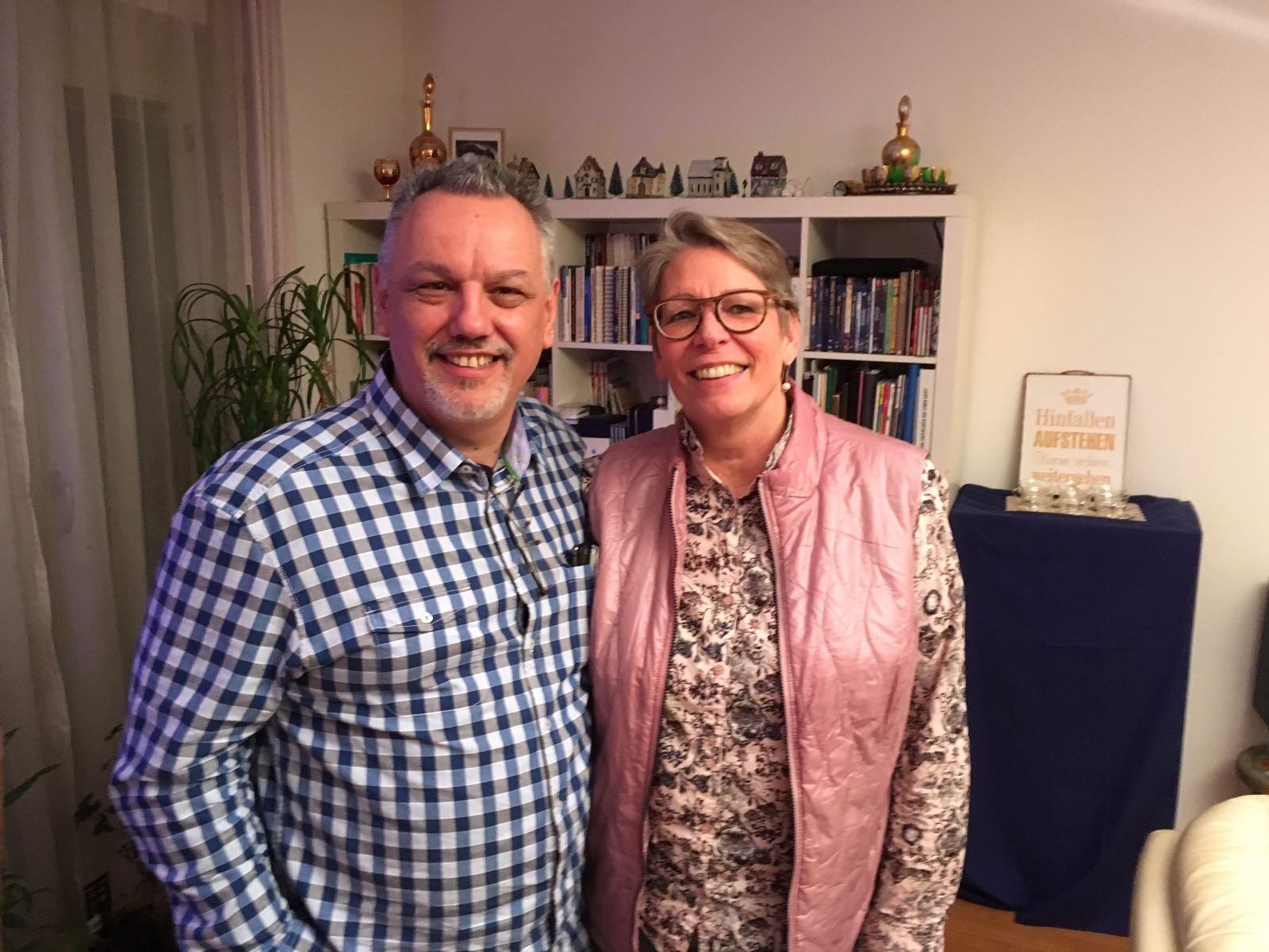 - Gemeindegründungsmentor Franz Guzelnig mit Maria Dolin,die vom ersten Treffen an mit dabei ist.