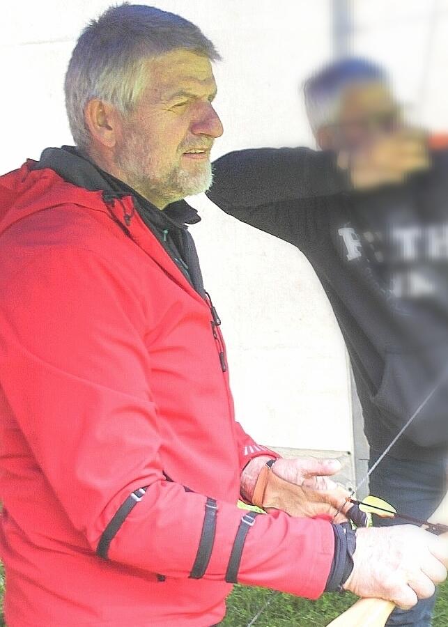 - Richard Moser beim Bogenschießen, in bester Gesundheit und dem Ziel vor Augen!