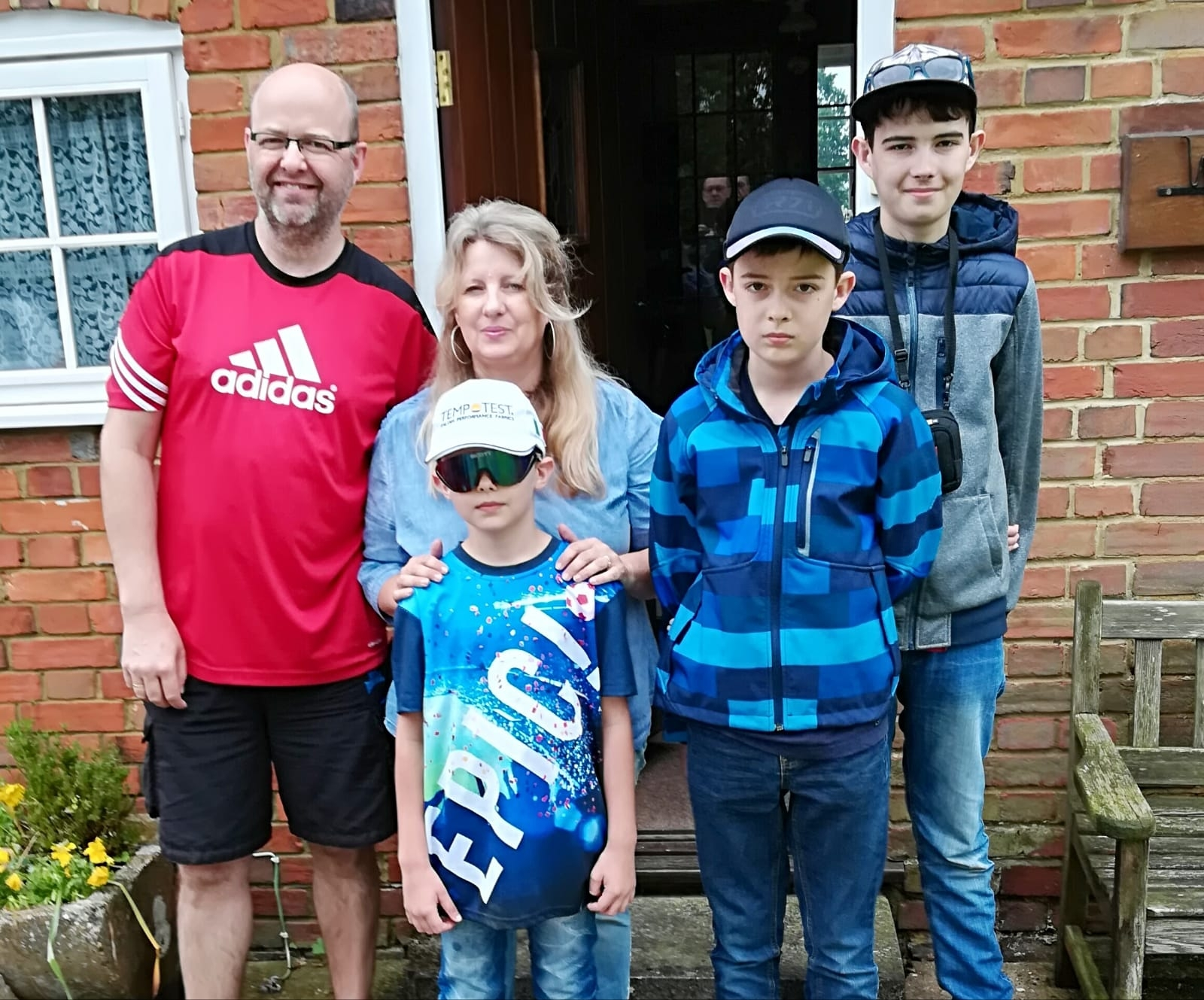 - Roman und Claudia Maier mit ihren Söhnen Niklas, Thomas und Stefan