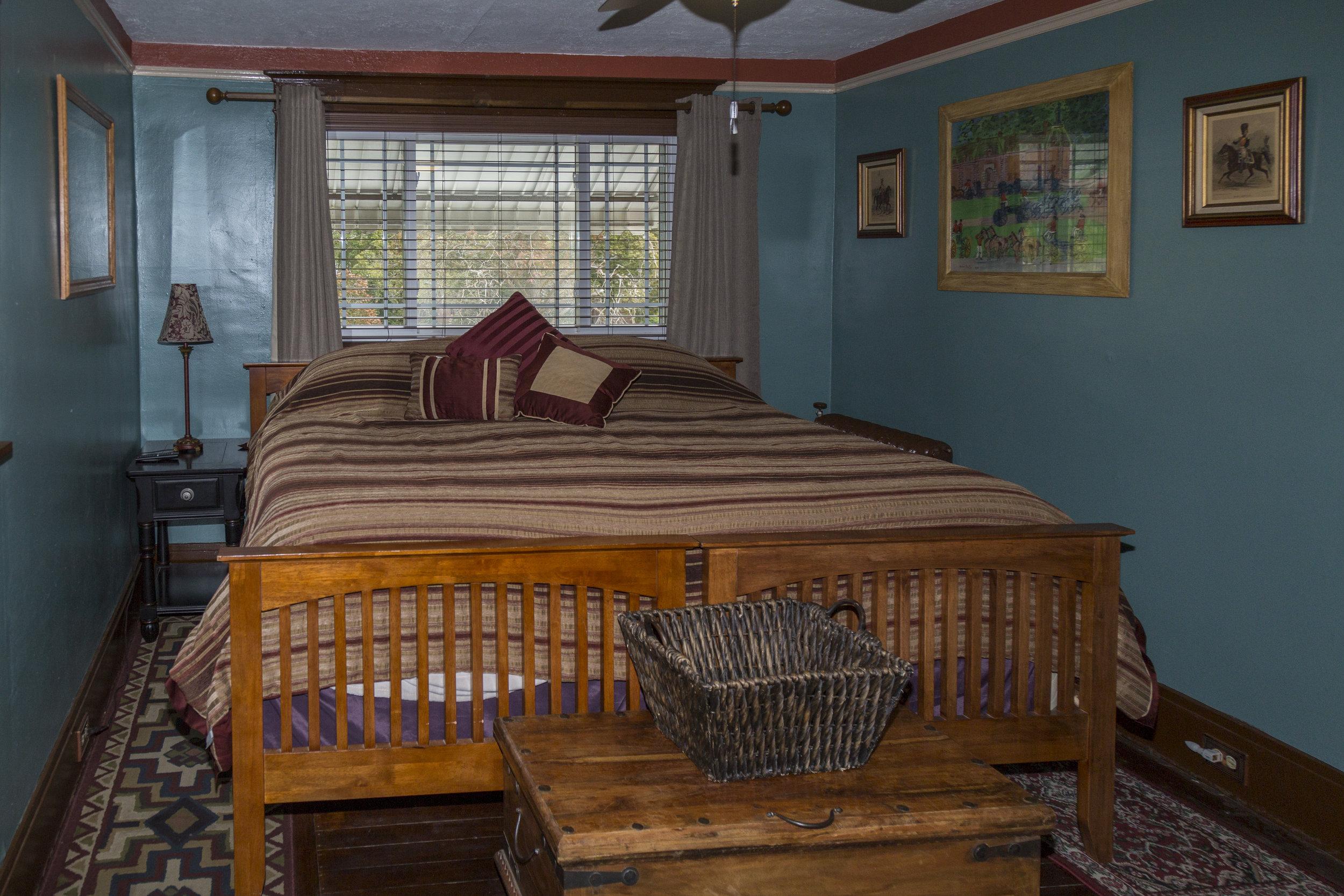 25. Eastern King bedroom has adjoing door to Master Suite.jpg