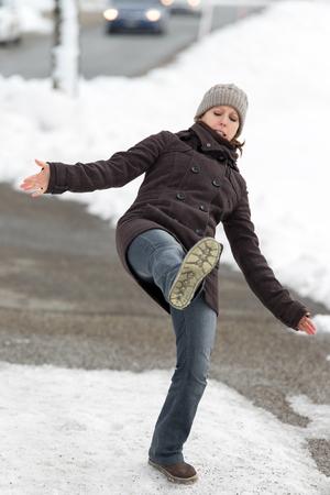 63947547_S_slip_fall_slipping_ice_snow.jpg