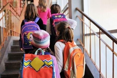 6118307_S_Backpacks_school_Students.jpg
