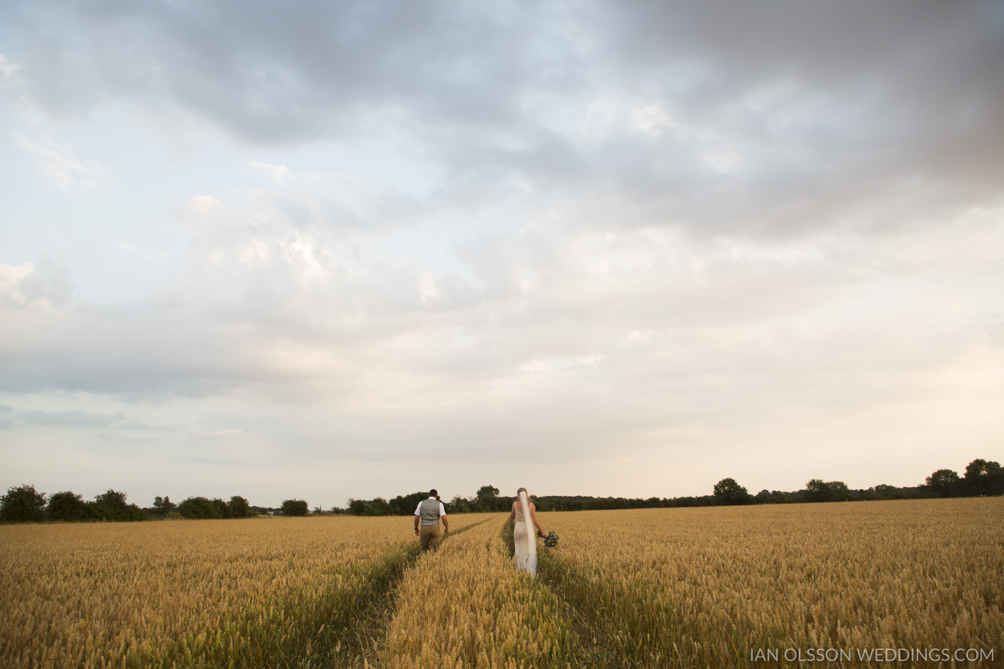 Thatch Barn Yelling Wedding Cambridgeshire | Photo: https://www.