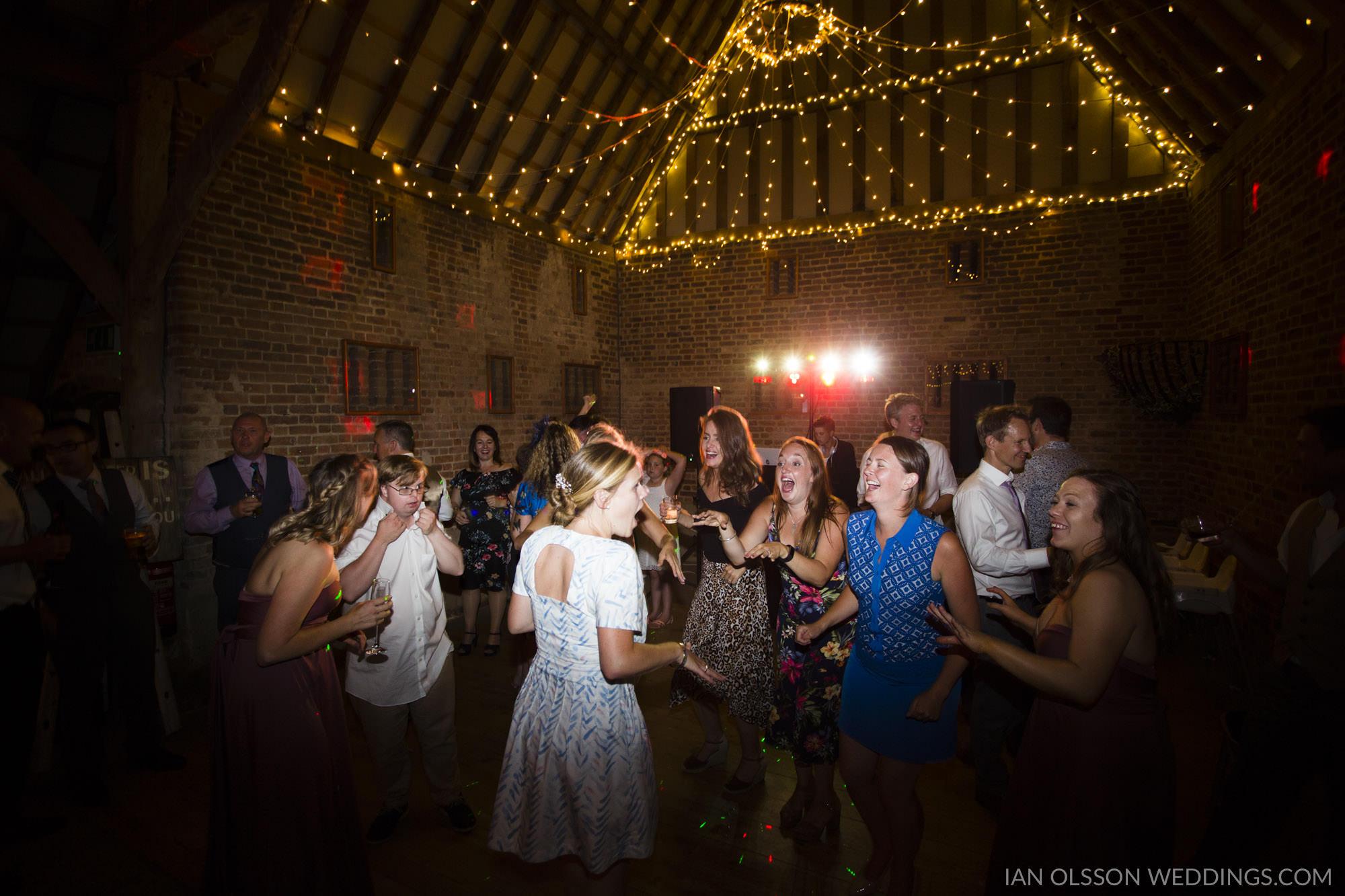 Thatch Barn Yelling Wedding Cambridgeshire | Photo: https://www.