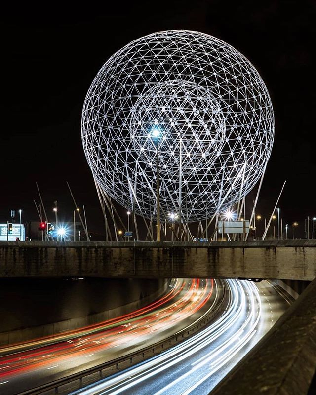 "🏐 ""RISE is a concept £400,000 public art spherical metal sculpture in Belfast by Wolfgang Buttress. It is 123 ft high and 98 ft wide and was constructed in early 2011 in the centre of the Broadway roundabout, at the junction of the Westlink and M1 motorway..."" Also known as 🤭🤭🤭 . . . Thanks for tagging us in this one. Shared before but so good we had to share again!👇🏻 📷: @haydenwalsh ・・・ Belfast 