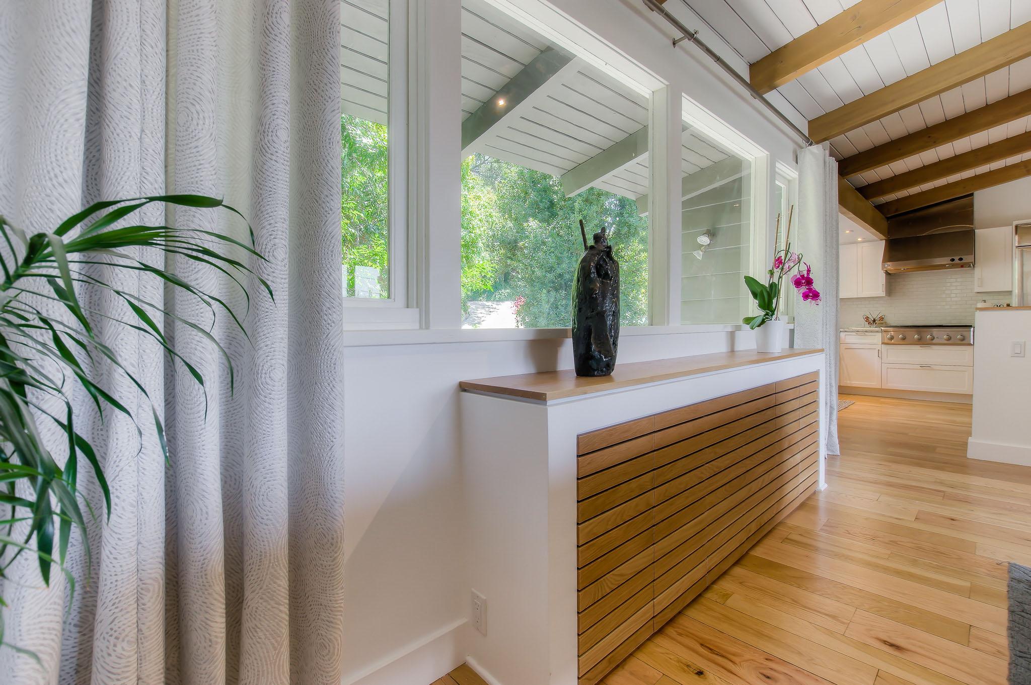 woodland_hills_modern_kitchen_opt.jpg