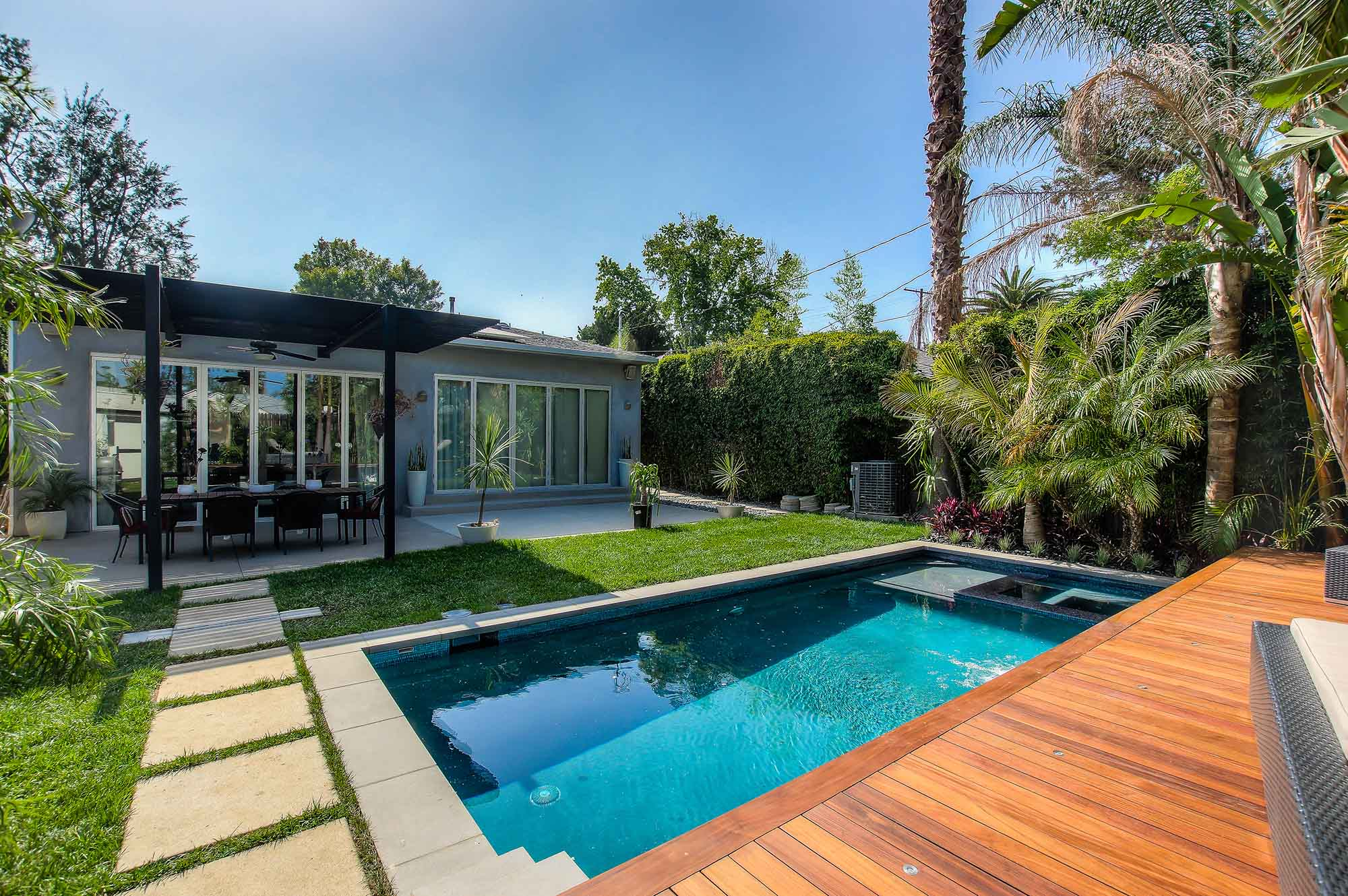 Sherman Oaks modern pool and landscape