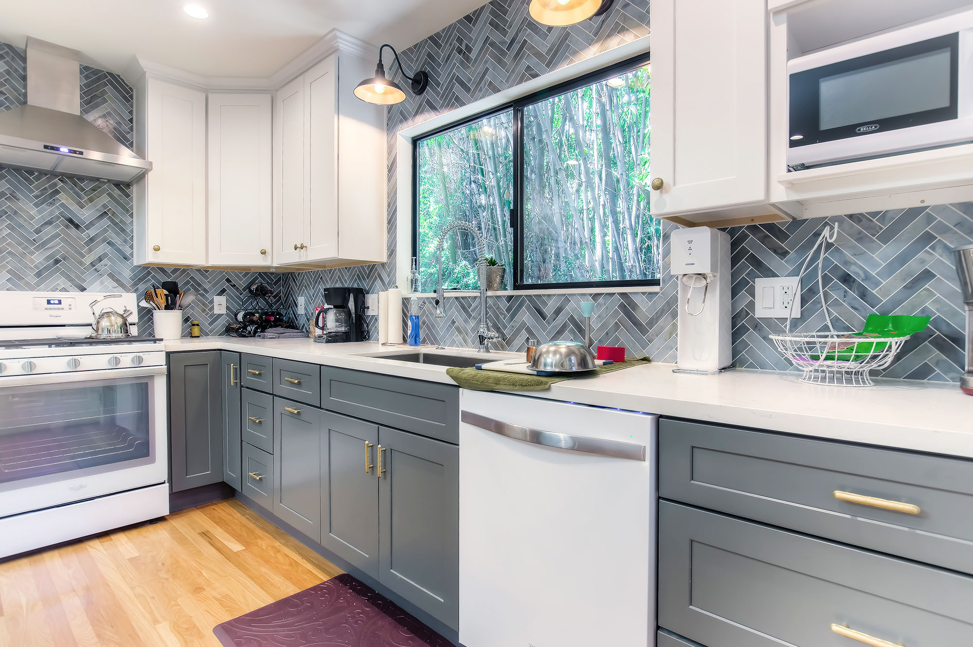 altadena_cottage_kitchen_opt.jpg