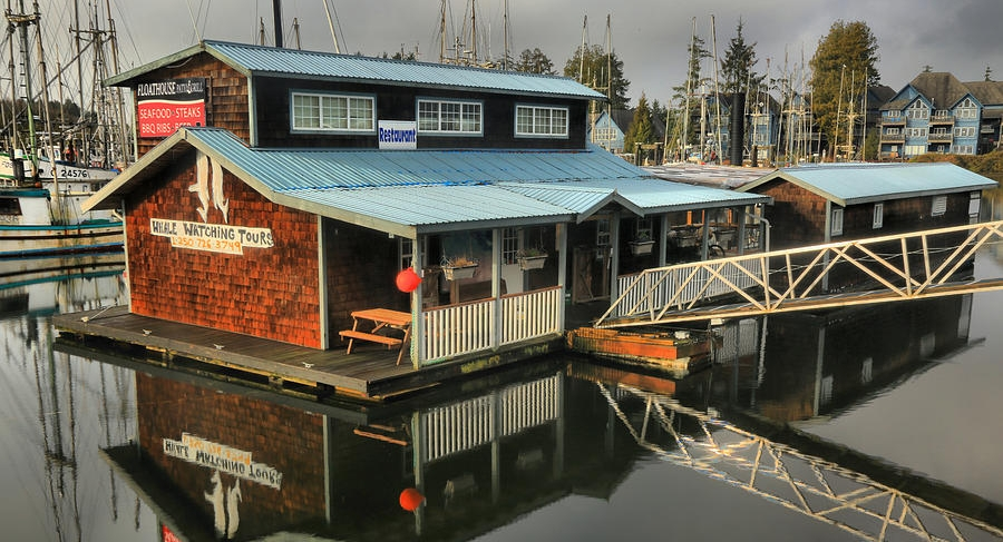 ucluelet-floathouse-patio-and-grill-adam-jewell.jpg