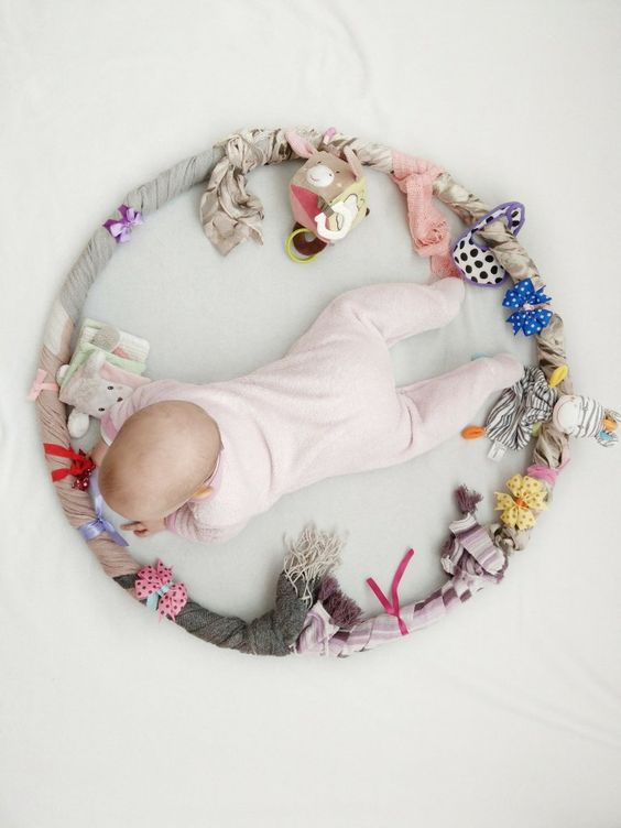 More lovely ideas on what to add to a sensory hoop from  kleinleibchen