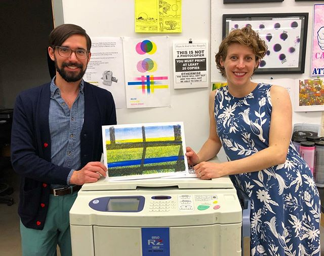 Many thanks to master printer Anne Smith for spending time with Navigation Press at last night's Off The Wall event. We produced a new edition of her print and got to show off what our Risograph, Iris Risopolis, can do. 🎉🎉🎉 #AnneSmith #Risopolis #OffTheWall #RisoLife #NavigationPress #gmu