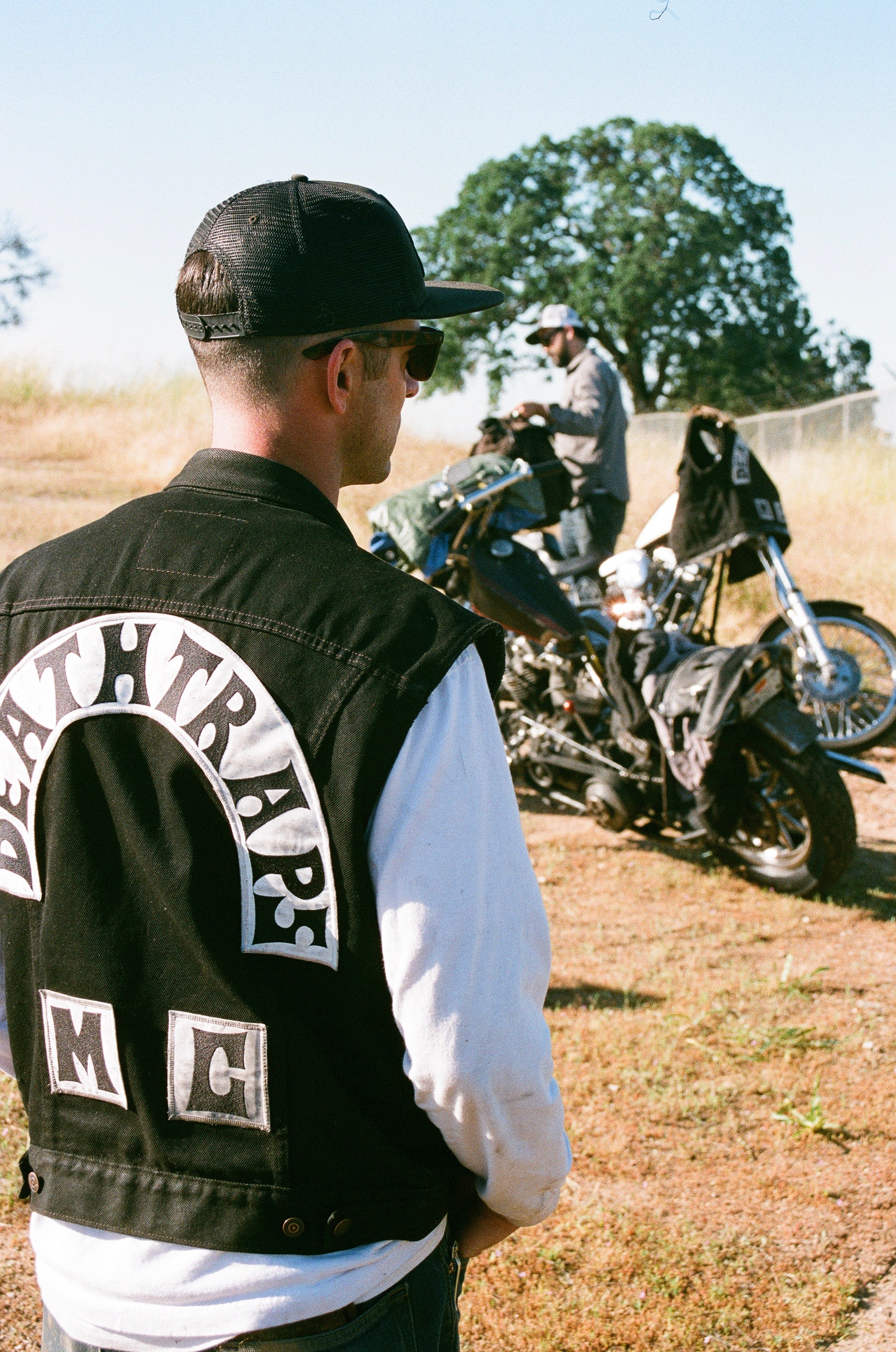 MINDSET: - Deathtraps MC is built on the belief that choppers are meant to be ridden and ridden hard. Garage polished princesses, hidden away from the sunlight in trailers and showrooms, only tortures the soul of the bike. Tight corners, steep mountain passes, desert straightaways, and makeshift parking lots in fields next to campfires is what this club and these bikes represent. See you on the road!