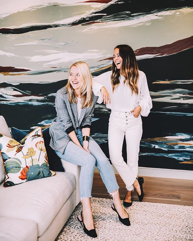 loved getting to hang with @hermioneolivia and @studioashby last week at @thepeninsulist, london's new island community, fueled by creativity. @studioashby designed 126 apartment interiors for one of the newest developments at #UpperRiverside 💥