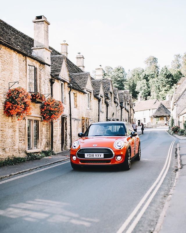 if someone can guess how many @miniuk's @hermioneolivia and i saw on our drive from bath to london then i'll give you a cookie (p.s. look closely!)💥
